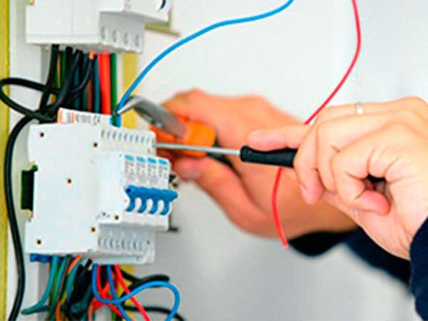 Prezzi-quadri-elettrici-in-tensione
