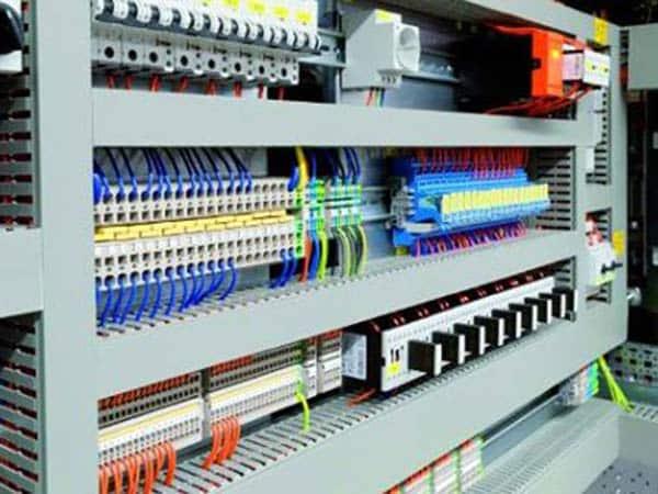 Schemi Elettrici Programma Gratis : Pulizia quadri elettrici in tensione milano contratto